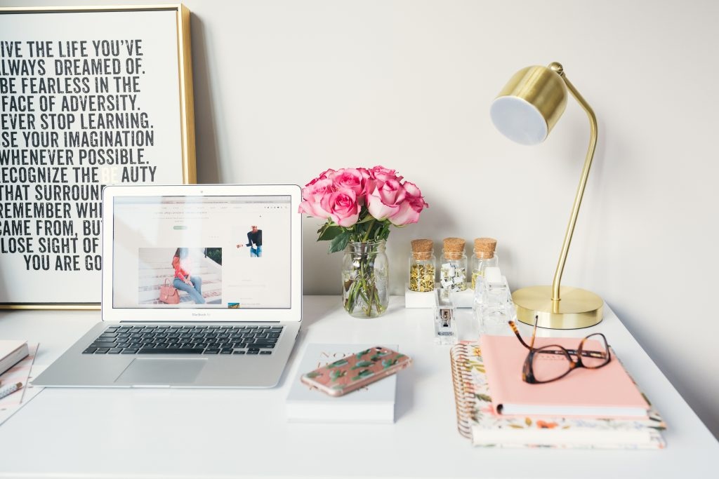 womens bloggers desk