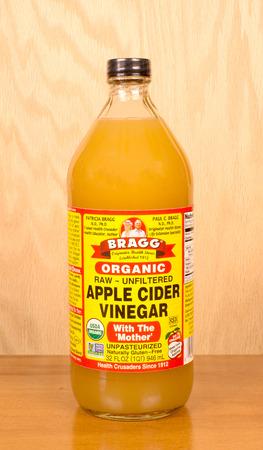 bottle of bragg organic apple cider vinegar