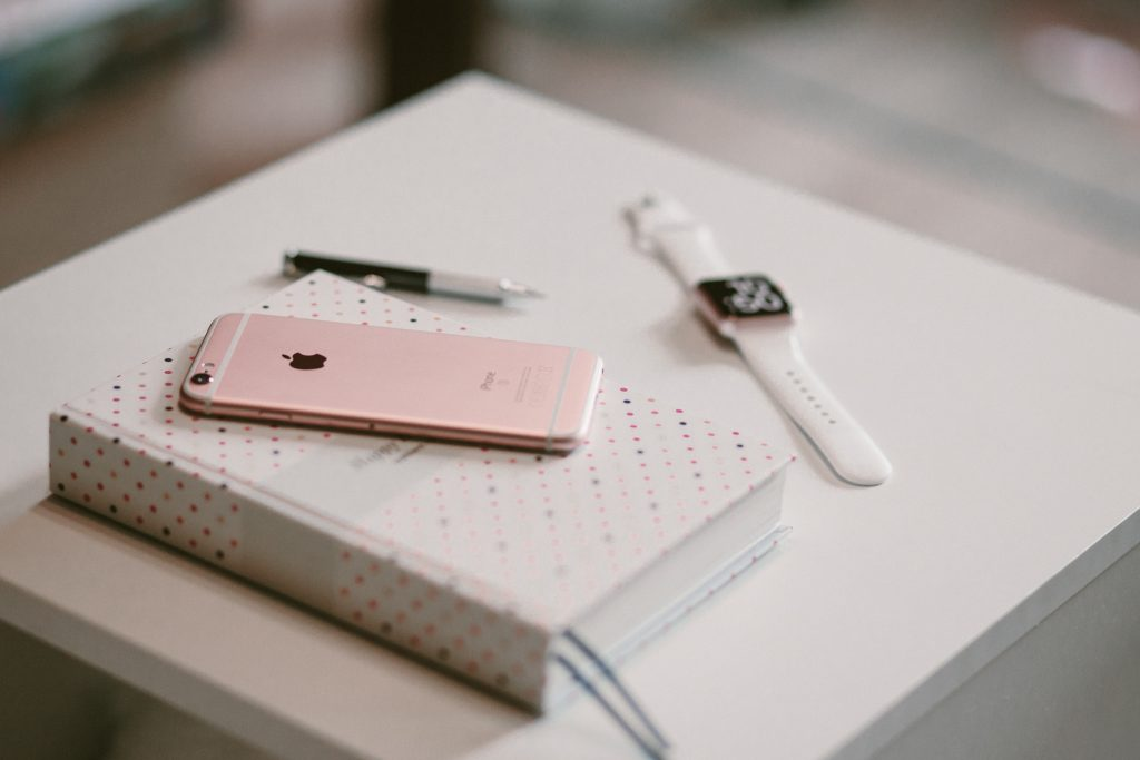 journal pink iphone watch