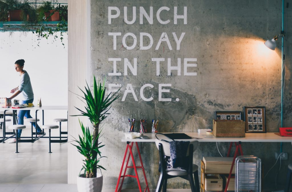 wall inscription punch today in the face - what motivates you